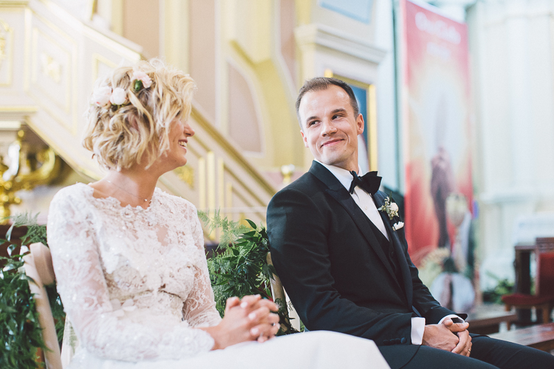 wesele plenerowe pod Warszawą, wesele na namiocie pod Warszawą, Śluby bez obciachu, suknia ślubna Paprocki Brzozowski, makijaż Sylwia Rakowska